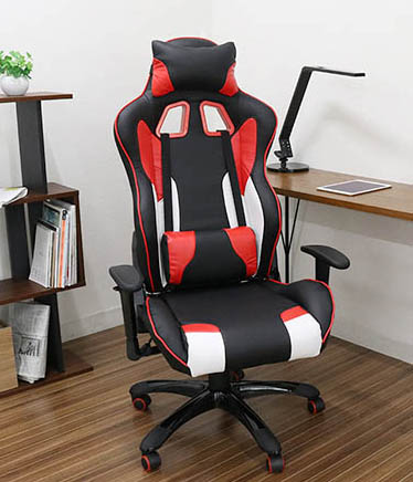 身体を包み込む安定した座り心地。長時間の作業に最適なオフィスチェア